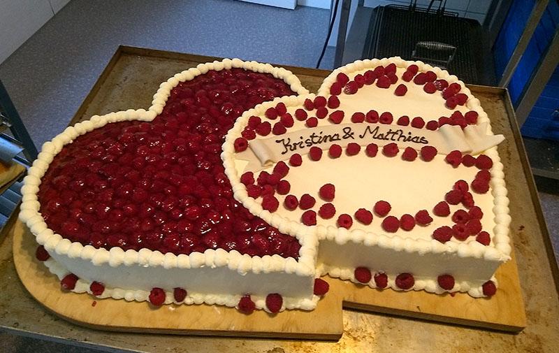 Backwaren, Kuchen & Torten, Himbeer-Hochzeitstorte