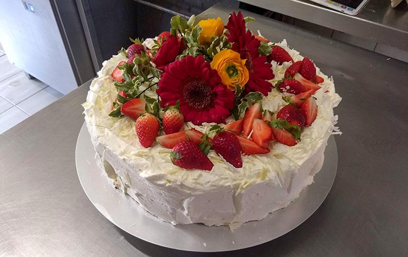 Backwaren, Kuchen & Torten, Sommerliche Verlobungstorte