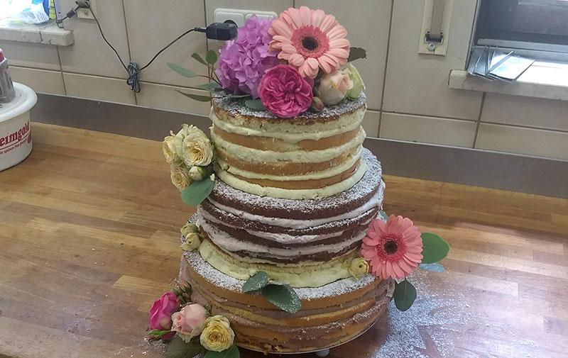 Dreistöckiger Naked Cake